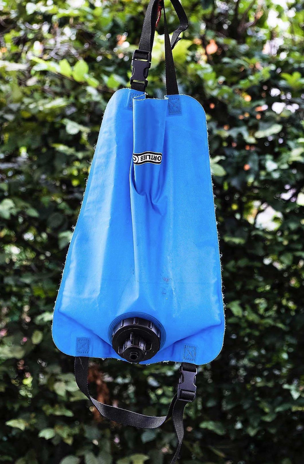 Ortlieb Wassersack praktisch auf einer Wanderung